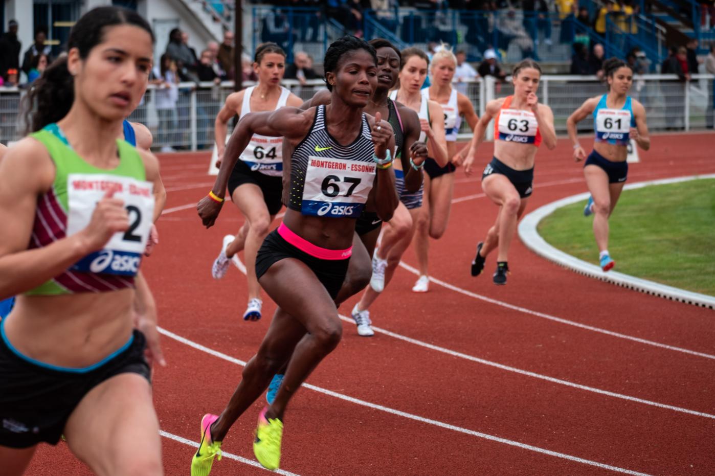 women in a sprint race